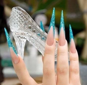 рисунки на длинных острых ногтях фото