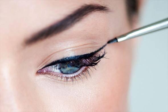 С помощью чего рисовать стрелки на глазах