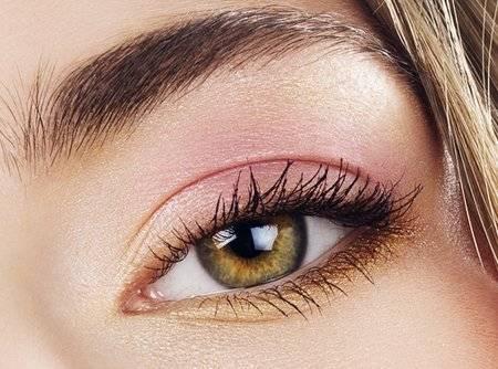Как сделать повседневный макияж для зеленых глаз?