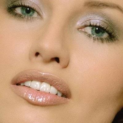 Дневной и вечерний макияж для зеленых глаз блондинок