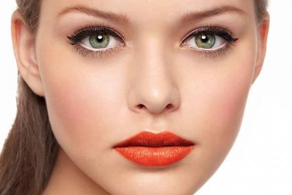 Какой выбрать дневной макияж для зелёных глаз?