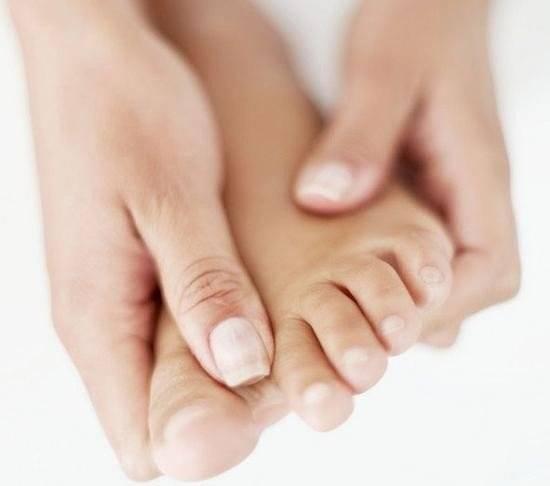 онемение пальцев боль в суставах жене в ступнях