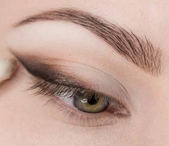 Выбираем макияж для тёмно-зеленых глаз зависимости от цвета волос