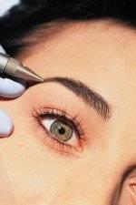 Макияж глаз: стрелки татуажем