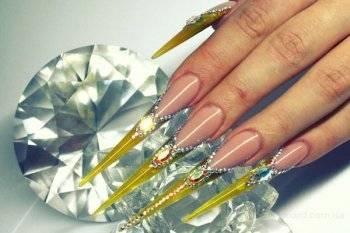 Ногти нарощенные отросшие
