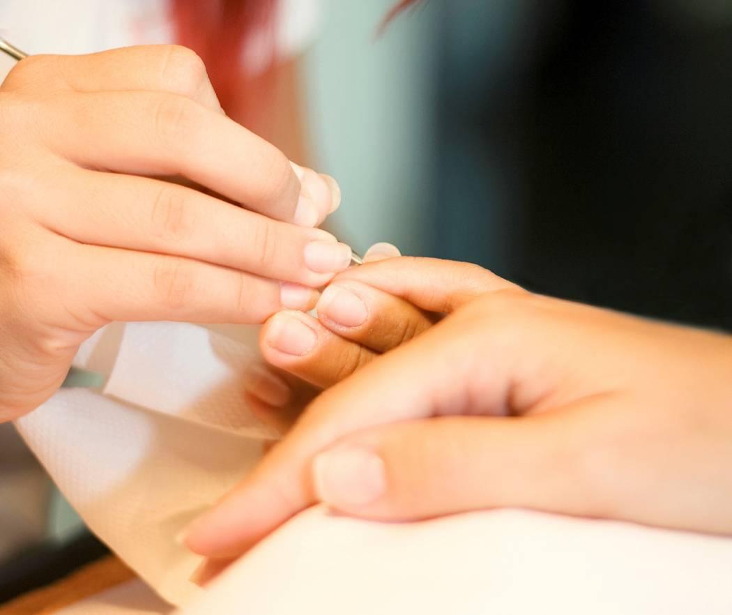 Техника проведения процедуры японского маникюра