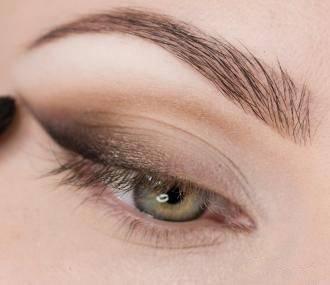 Стрелки для зеленых глаз фото пошагово